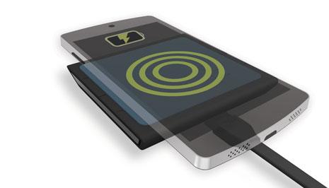 VU-SOLO-PhoneOnTop-ChargingPosition2-withCable-noledge