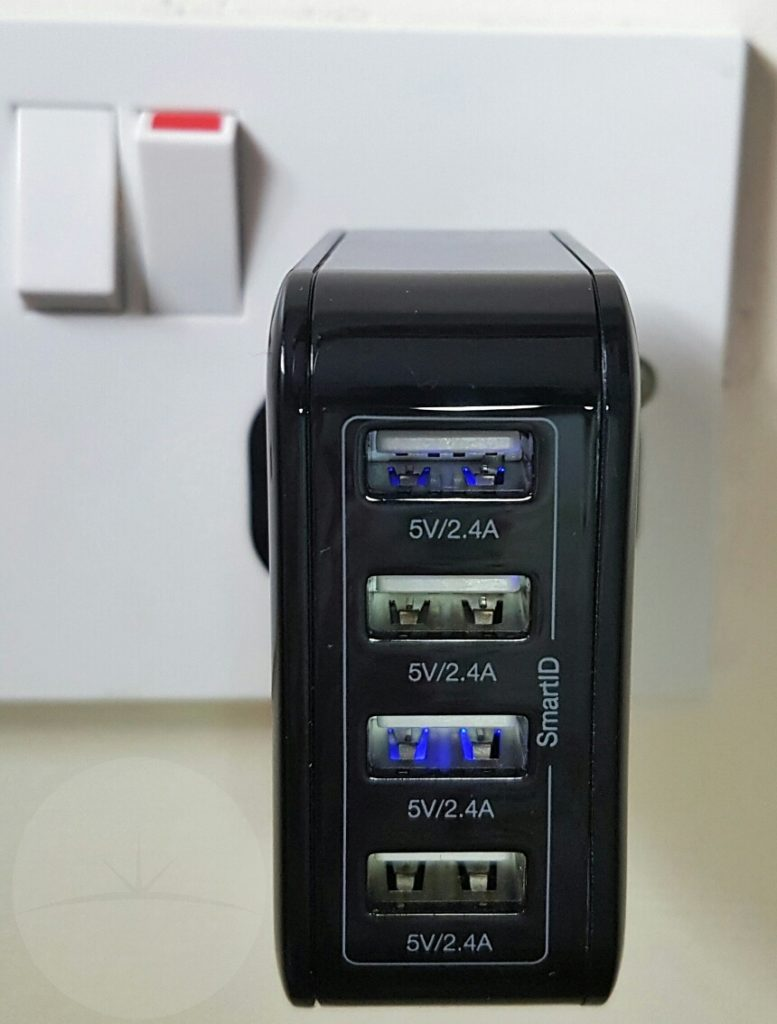 iClever Boostcube 4-port - Plugged In
