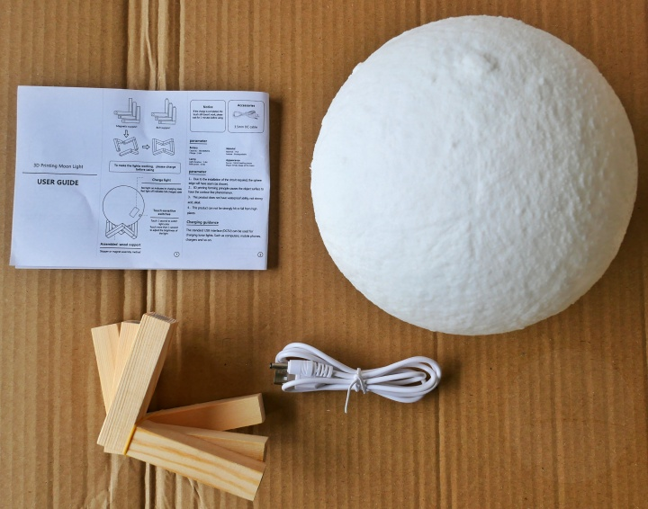 AGM Moon Lamp - Contents