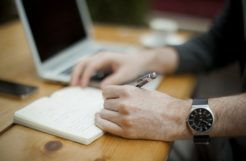5 Main Rules Of Writing A Perfect CV desk