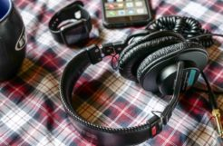 How electronic product reviews can impact your buying decisions phone headphones watch