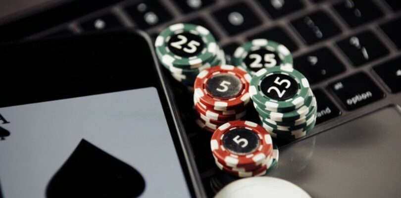 Why Are Mobile Casino Apps So Popular This Year?